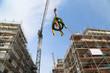 Richtkranz zwischen Neubauten