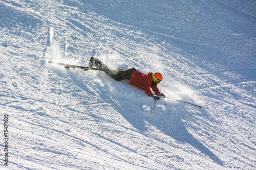 Aluminium Wintersporten Skier fell during the descent