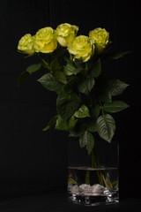 Low Key Rosen in Vase