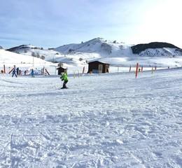 Bambina che scia