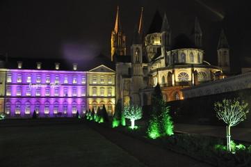 mairie de caen illuminée