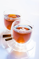 Zwei Gläser Tee