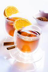 Zwei Gläser Teee