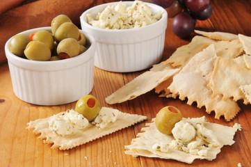 Crackers, olives and feta cheese