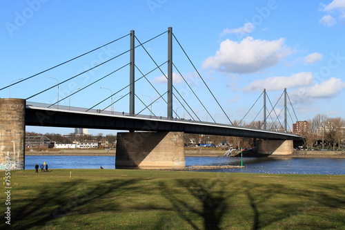 Leinwanddruck Bild Theodor-Heuss-Brücke bei Düsseldorf