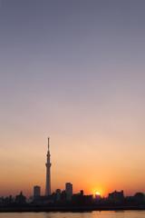 夕景の東京スカイツリー 沈む太陽
