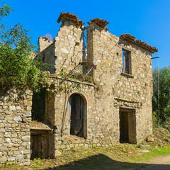 Case ed edifici abbandonati a Roscigno nel Cilento