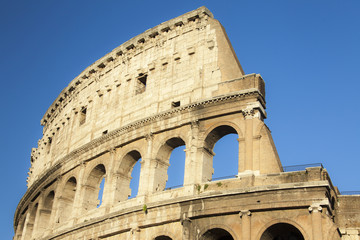 Colosseo e il cielo di Roma