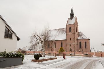 Eglise et village sous la neige