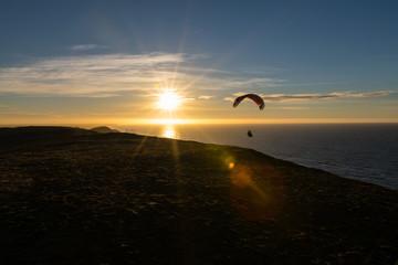 Paraglider im Sonnenuntergang