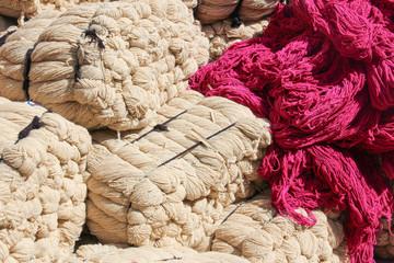 Grosse balle di lana
