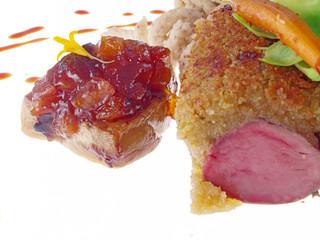 wildschwein mit kräuterkruste u. haselnussspätzle