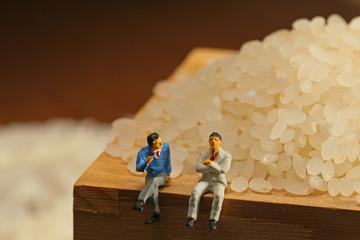 米について話すビジネスマン