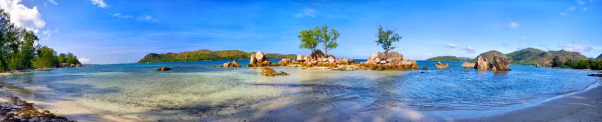 Tropical beach panorama in Praslin Island, Seychelles © Oleksandr Dibrova