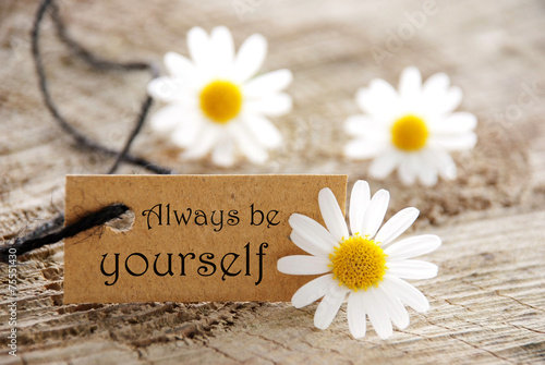 Braunes Etikett Mit Text Always Be Yourself Margeriten Poster