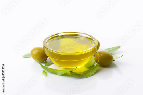 Papiers peints Condiment Olive oil and green olives