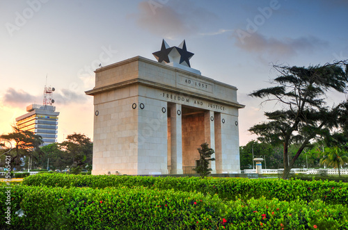 Independence Arch, Accra, Ghana - 75565421