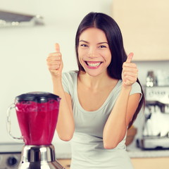 Smoothie woman making fruit smoothies thumbs up