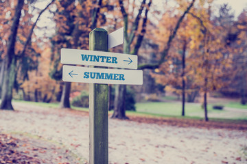 Arrows pointing two opposite directions towards Winter and Summe