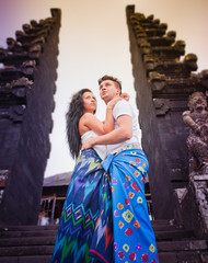 couple at balinese temple