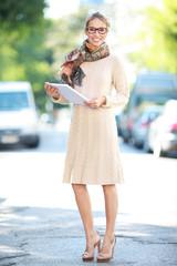 Junge Frau auf der Straße