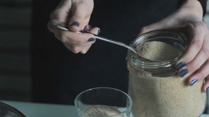 to pour brown sugar