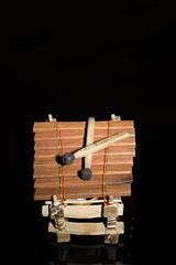Xilófono de madera artesanal.