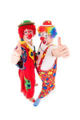 clowns zeigen begeistert die daumen hoch