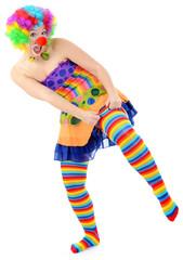 Clown zieht bunte Ringelstrümpfe an