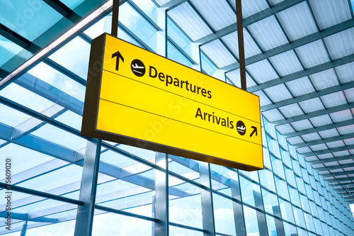 Foto op Canvas Treinstation Airport Departure and Arrival sign at Heathrow, London