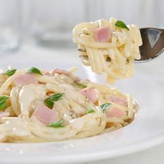 Spaghetti Carbonara Nudeln Pasta Gericht essen mit Gabel