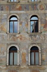 finestre e dipinti