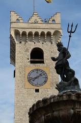 fontana con campanile