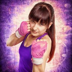 schöne Frau beim Boxen