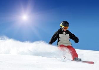 Kind beim Snowboarden