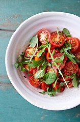 Tomato and arugula salad with flax seeds