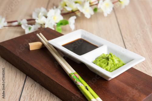 Aluminium Kruiderij soy sauce, wasabi and chopsticks