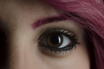 Frau braun-grüne Augen rote Haare