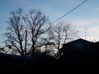 Cielo dietro le case