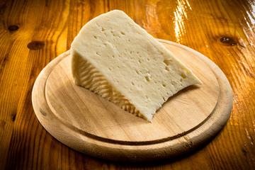 Fetta di pecorino fresco, formaggio sardo