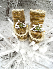 brown booties made of wool, with trim and decoration