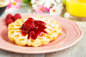 Waffles with currants - Waffeln mit roter Grütze