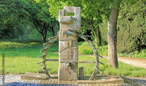 Leinwanddruck Bild Brunnen Wasserrad in Urdenbach - Düsseldorf