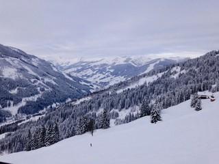skigebiet in den Alpen