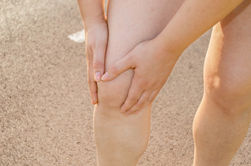 close up of injuring her knee