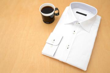 ビジネスマンの朝イメージ―ワイシャツとコーヒー