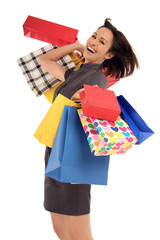 Frau hält ihre Einkaufstüten in der Hand