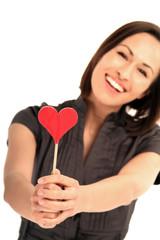 Frau verschenkt ihr Herz
