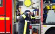 Leinwanddruck Bild - Feuerwehrmann im Einsatz mit Atemschutzmaske