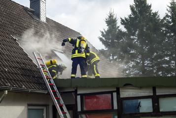 Feuerwehr Team im Brandeinsatz